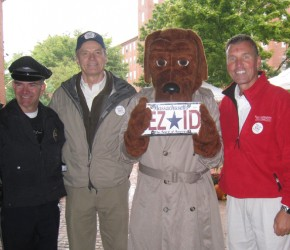 McGruff_and_Officer_Tom_Hanshaw